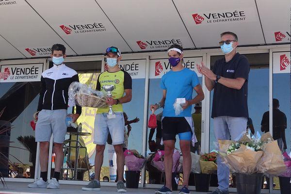 Théo Moreau, 1er sur le podium du triathlon des Sables-d'Olonne