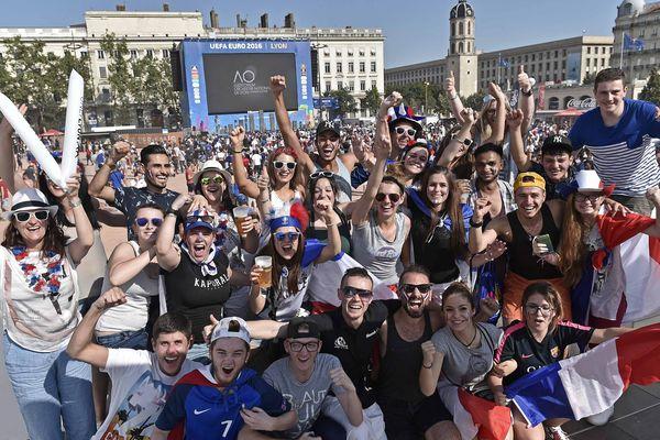 Fan zone place Bellecour à Lyon, lors de l'Euro 2016.
