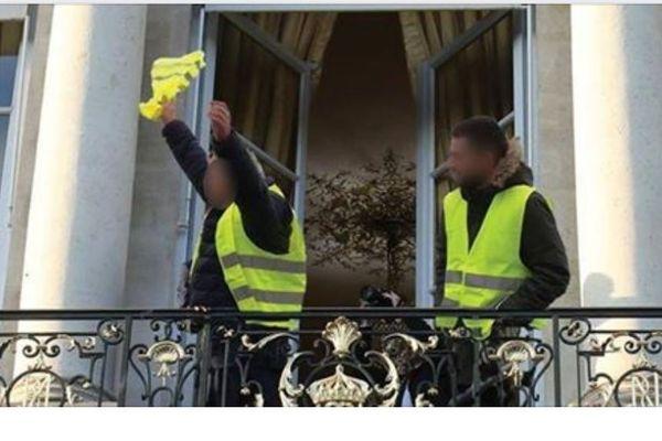 """Un événement Facebook pour organiser un """"acte 3"""" à la mobilisation des Gilets jaunes à Paris."""