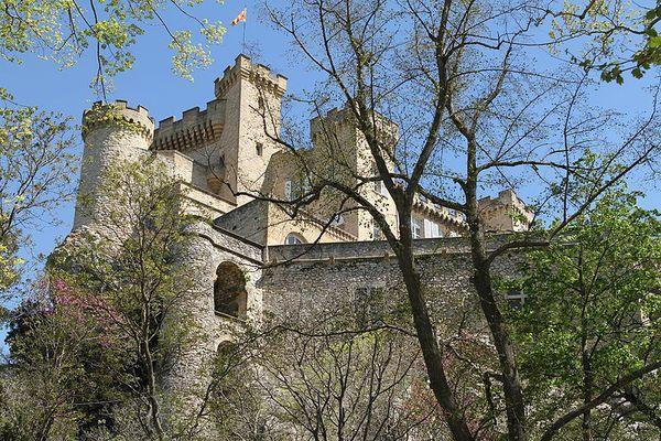 """Le château de La Barben, dans les Bouches-du-Rhône, prévoit d'ouvrir son """"Rocher mistral"""", un """"Puy du fou provençal"""", le 1er juillet 2021."""
