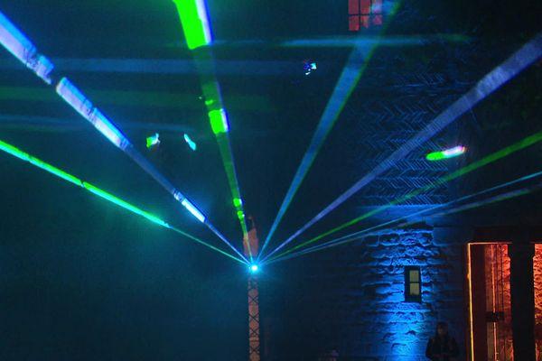 Jeux de lumière en mouvement à la cité de Carcassonne.