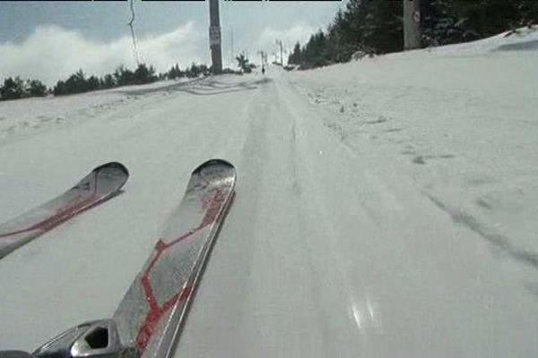 La station du Mont Lozère, située à 7 kms du Bleymard, culmine à 1700 mètres. Elle est ouverte jusqu'au 20 mars, si la neige tient !