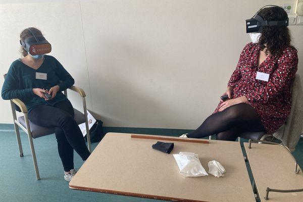 Les infirmières en formation assistent à une visite virtuelle et immersive d'un service de réanimation