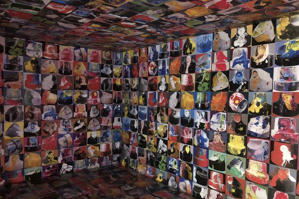 Agathe Verschaeffel développe un style proche du pop-art.
