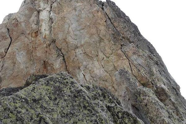 Jour 23 : arête des Salenques (5 sommets) Au pied de la Tour des Salenques.