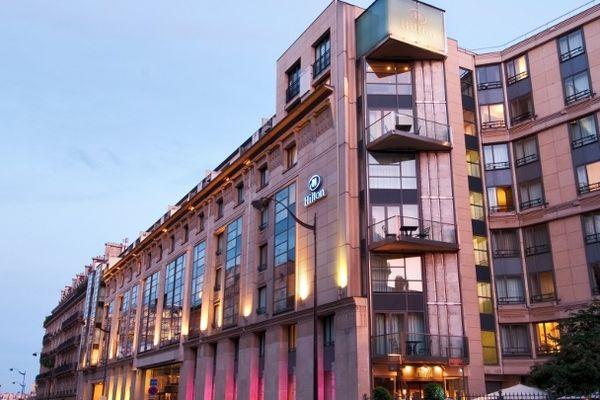 L'hôtel Hilton Arc de Triomphe est situé rue de Courcelles, dans le très chic 8e arrondissement de Paris.