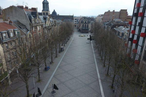 Progressivement, les rues se vident.