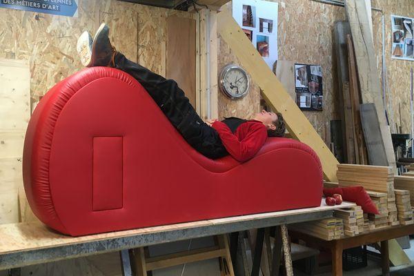 Nathalie Henriot s'est lancée dans la création d'un fauteuil érotique il y a six mois.