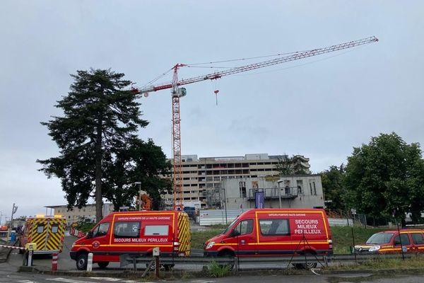 Toulouse - C'est au sommet de cette grue située dans le périmètre de l'hôpital Purpan que la mère de famille a choisi de manifester son désarroi - 24 juin 2021.