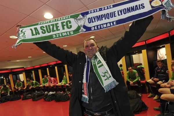 20 décembre dernier. Le président de La Suze FC en compagnie de ses joueurs fait connaissance avec les installations du MMArena