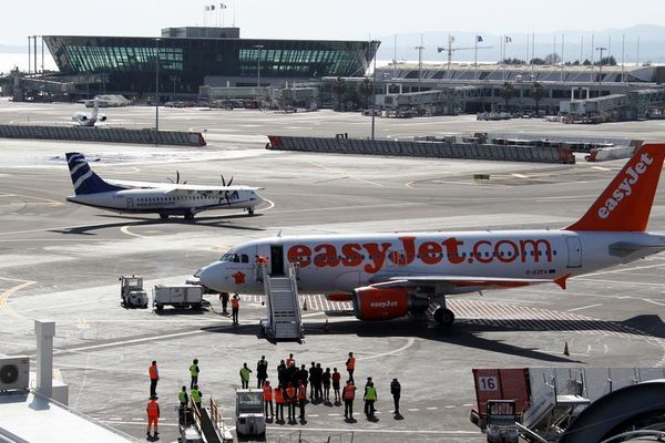 La compagnie aérienne britannique EasyJet a annoncé l'arrêt de la vente de cacahuètes à bord de ses avions suite à un décès en 2016 à Nice.