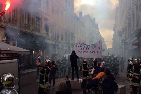 Le cortège s'est élancé peu avant 11h ce mardi 27 novembre, à Lyon.