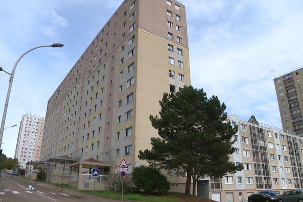Plusieurs débuts d'incendie ont été déclarés en même temps dans la matinée du 21 octobre, dans le quartier de Sainte-Geneviève d'Auxerre (Yonne).