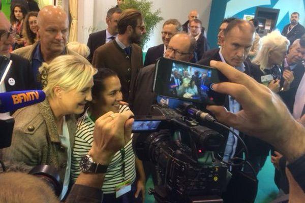 Marine Le Pen dans les allées du Space