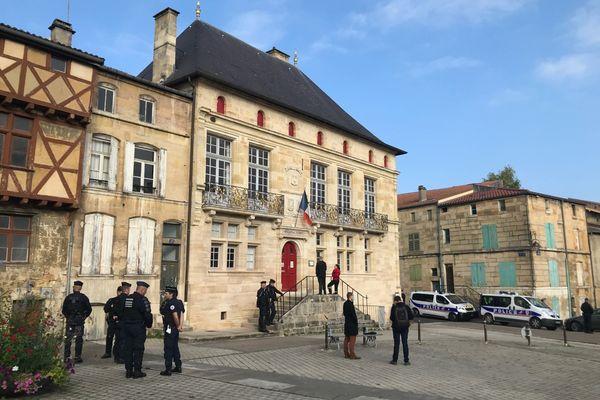 Le tribunal correctionnel de Bar-le-Duc sous protection avant de rendre son jugement dans le dossier des anti-Cigéo.