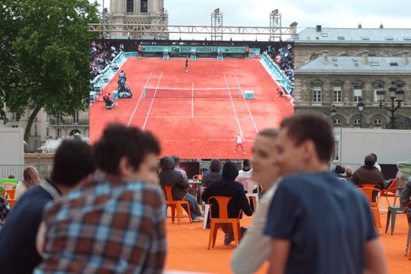 """L'opération baptisée """"la Terrasse"""" vous ouvre ses portes sur le parvis de l'Hôtel de Ville pour vivre pleinement Roland-Garros."""