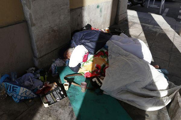 Un sans domicile fixe dans les rues de Nice. (Archive)