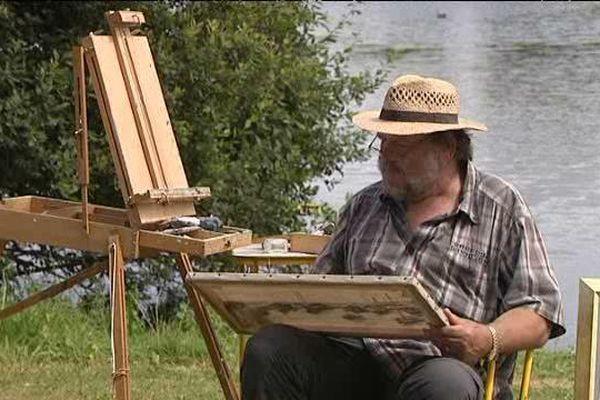 Un peintre au bord de l'eau avec un canotier: c'est le pique nique impressionniste de Villers sur Mer, bien sûr !