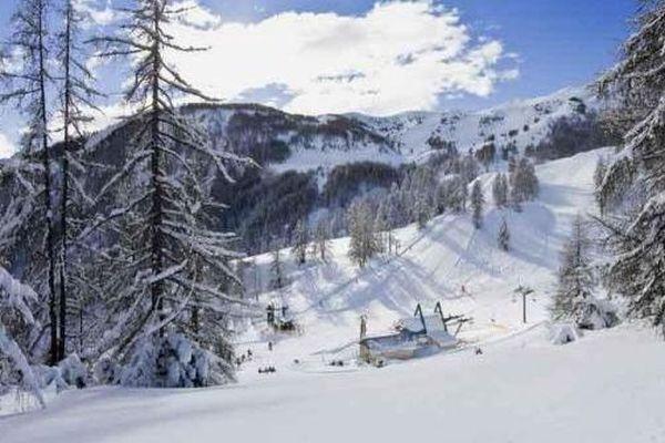 Le skieur est mort d'un arrêt cardiaque alors qu'il pratiquait du ski de randonnée.