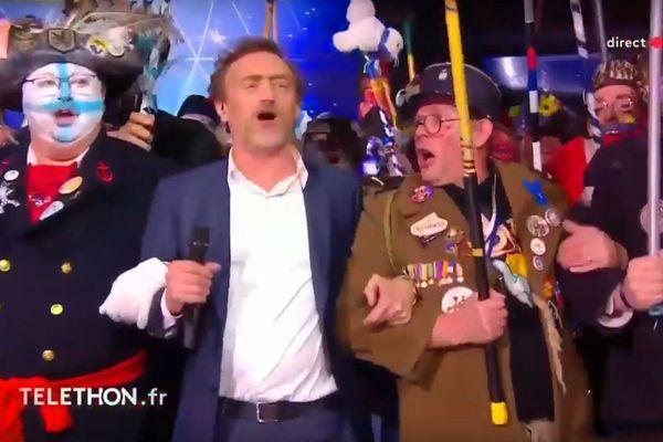 Jean-Paul Rouve fait carnaval sur le plateau du Téléthon