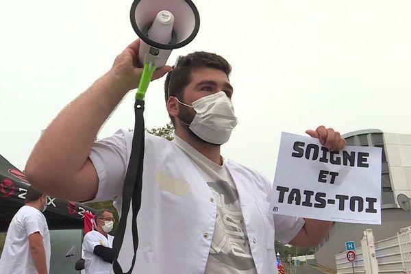 Les urgences du CHU de Nîmes sont sous tension depuis la réorganisation de ses services, suite à l'apparition du coronavirus