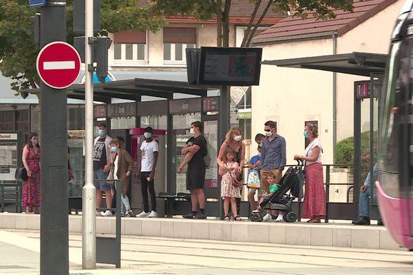 Le port du masque est obligatoire à l'extérieur depuis le samedi 5 septembre 2020 à Dijon et dans d'autres communes de l'agglomération.