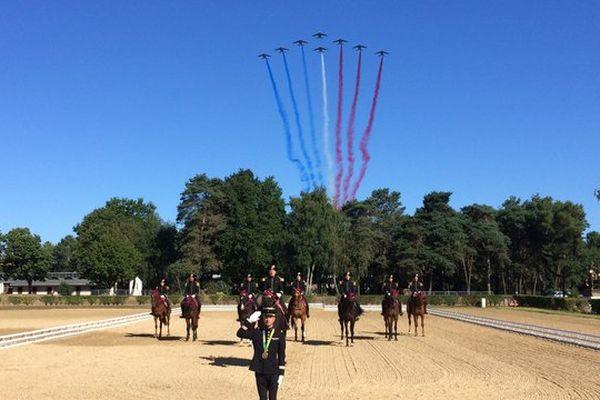 La patrouille de France est venue à Saumur saluer Thibaut Vallette, écuyer du Cadre Noir et médaille d'Or par équipe au Concours Complet d'Equitation