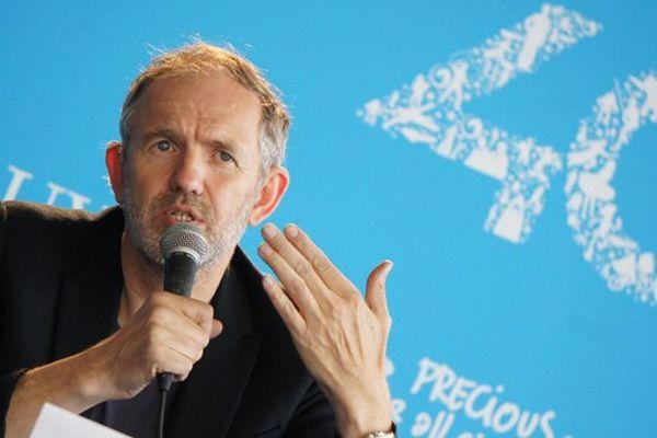 """Anton Corbijn a présenté ce samedi son troisième film, """"Un homme très recherché"""", à Deauville."""