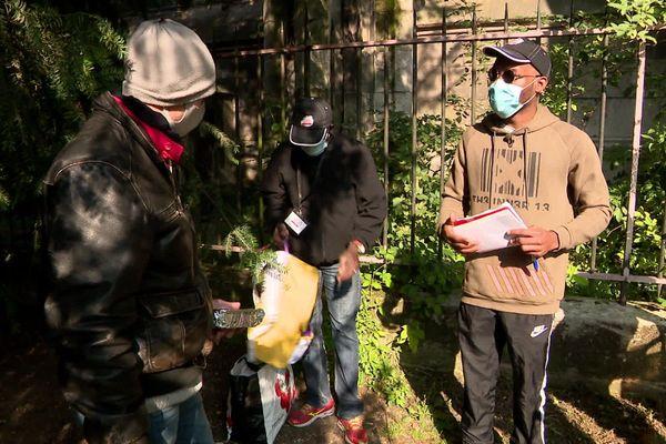 A 21 ans, Steve Djomo a utilisé les 1000 euros de sa cagnotte en ligne pour offrir un repas de fêtes aux sans abris.