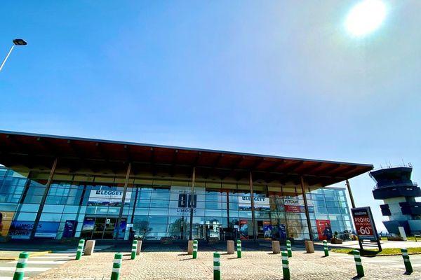Les vols vers l'Angleterre reprennent doucement à l'aéroport de Limoges.