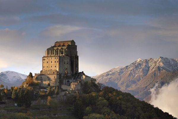 L'abbaye Saint-Michel-de-la-Cluse (Sacra di San Michele) dans le Piemont.