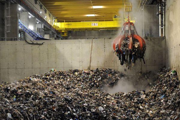 Archives. La fosse de déchargement des déchets de l'incinérateur de Marseille à Fos-Sur-Mer.