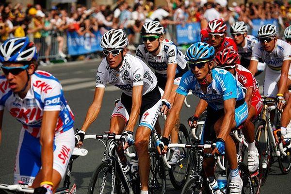 Andy Schleck, maillot blanc, l'un des favoris du Tour 2013