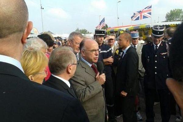 Bernard Cazeneuve en visite dans la Manche ce vendredi (12 septembre) répond aux journalistes