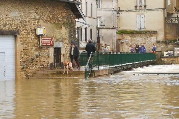 À Ornans, l'eau est montée rapidement lundi 22 janvier.