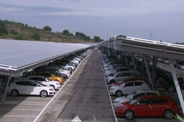 Le Boulou (Pyrénées-Orientales) - un toit solaire sur ombrières de parkings - 11 octobre 2012.