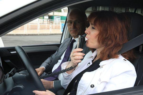 Dans le cadre des mesures prises, lors du Comité interministériel de la sécurité routière le 9 janvier 2018, pour lutter contre l'alcool au volant, les préfets ont désormais la possibilité, après contrôle d'un conducteur présentant une alcoolémie comprise entre 0,8 et 1,8 g/l de sang, de limiter son droit à conduire un véhicule équipé d'un éthylotest anti-démarrage (EAD), pour une durée maximale de six mois.