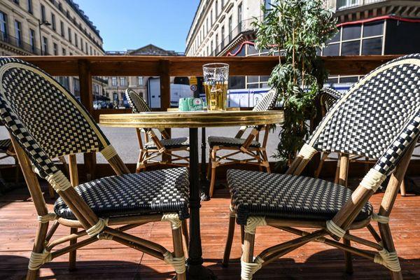 Une terrasse parisienne début mai, avant la réouverture des restaurants (illustration).