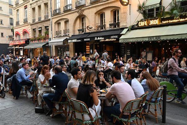 AParis, les terrasses des cafés ont rouvert le 2 juin
