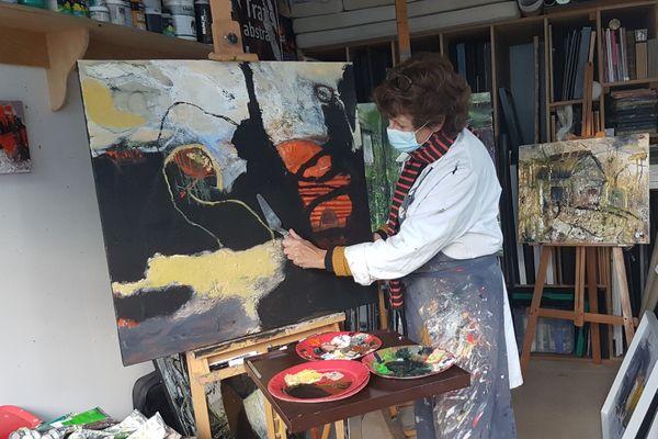 Nadine Ringuedé travaille la matière et le relief de ses peintures