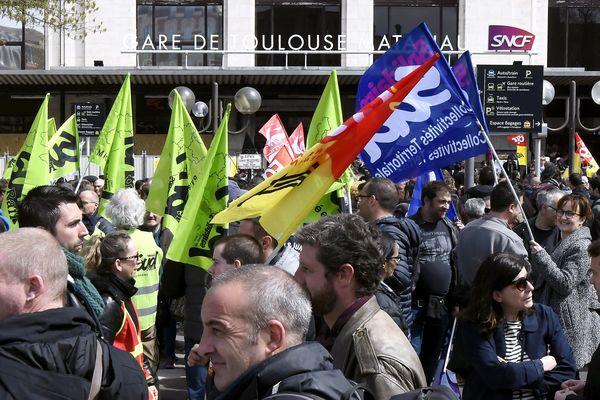 Manifestation de cheminots devant la gare Matabiau à Toulouse