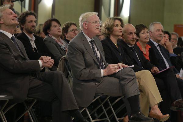 De g. à d. : Guy Férez (maire PS d'Auxerre), Jean-Yves Caullet (député-maire PS d'Avallon), Valérie Leuger (conseillère départementale LR), Mahfoud Aomar (président des maires de l'Yonne), Dominique Vérien (présidente UDI 89), André Villiers (président UDI Conseil Départemental de l'Yonne)
