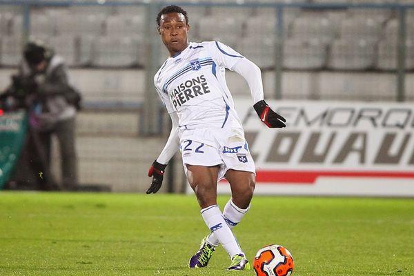 Prince Segbefia milieu de terrain de l'AJ Auxerre ici face à Caen