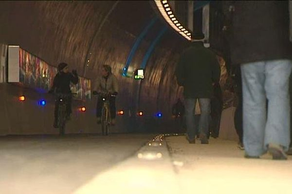 Lyon - Le tunnel Croix-Rousse au quotidien ...