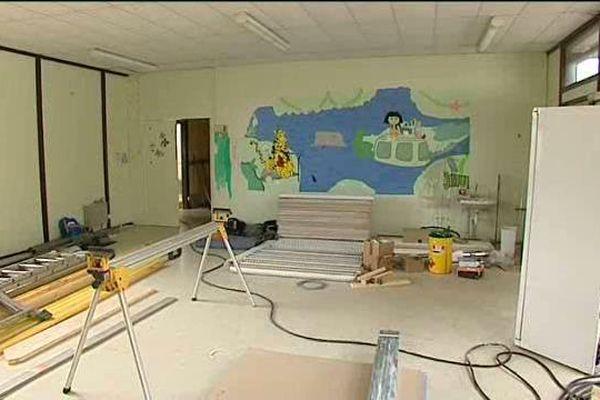 Une salle de classe transformée en appartement pour senior.