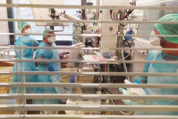 CHU de Toulouse dans le service COVID. La circulation du virus s'intensifie en Occitanie.