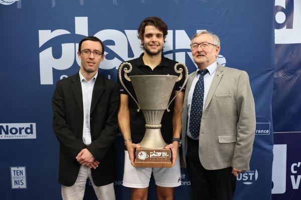 Qui succédera à Grégoire Barrière, vainqueur du challenger lillois den 2019 (Ici entre le président du TCLM Antoine Sueur, et le directeur du tournoi Joseph Latacz) ?