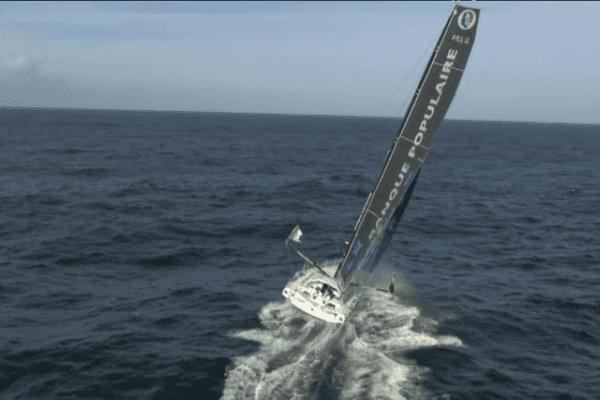 Le voilier IMOCA tout neuf d'Armel Le Cléac'h a coûté 3,8 millions d'euros. C'est le prix à mettre pour avoir un bateau capable de gagner la course.
