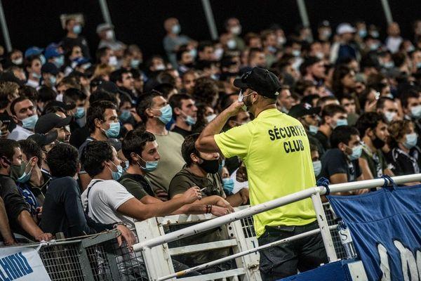 Les supporters bastiais, masqués mais fidèles au poste