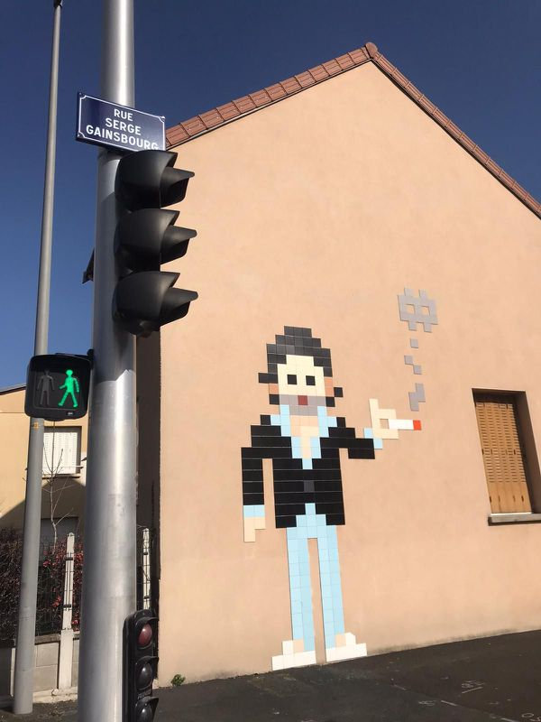 Une fresque de l'artiste Invader est à découvrir rue Serge Gainsbourg à Clermont-Ferrand.